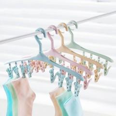 Cintre à linge avec pinces intégrées